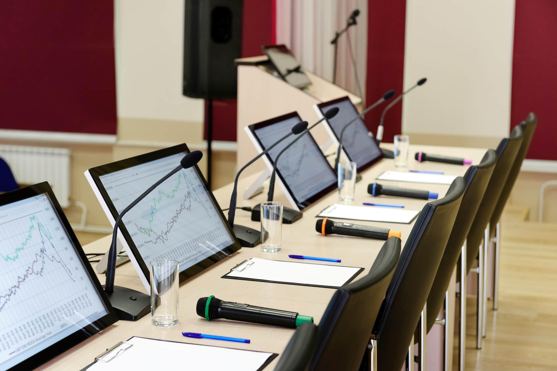Tablets och datorer på konferens